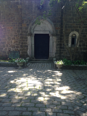 Hamond Castle door